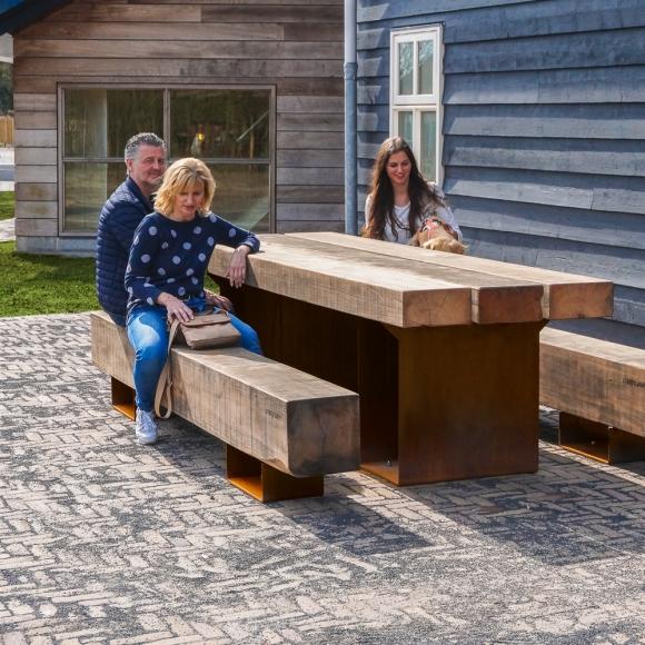 Straatmeubilair - Houten buitenbank - CorTen - Drifter Picknickset, Renesse (NL)