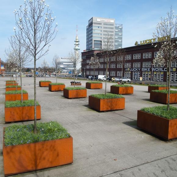 Tree Planters - CorTen Shrubtubs, Bahnhof Duisburg (DE)