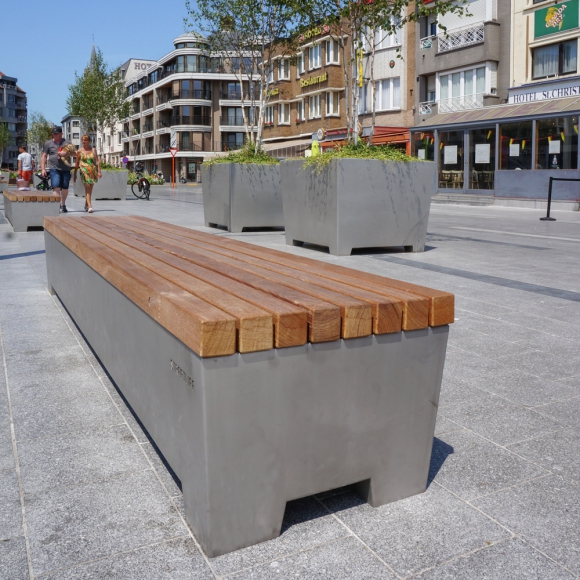 Solid Love Bench in Blankenberge