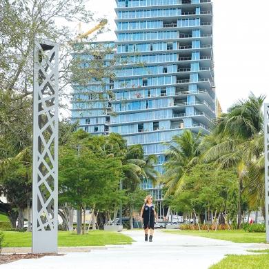 Streetlife Open Pillar in Miami, Florida (FL), USA